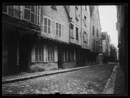 Rue du Cheval Blanc : enseigne / Gustave Fouju |