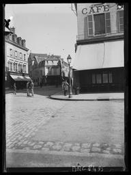 Angle place des Epars et Café du Commerce / Gustave Fouju |