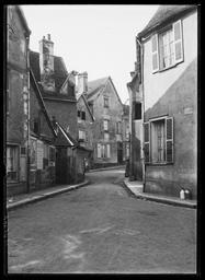 Chartres. Rue de la Planche aux Carpes |