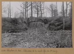 Charbon de bois. Fabrication de la meule : fin du 1er rang [Châteauneuf-en-Thymerais ?]  | Houdard, Georges (1883-1944). Photographe