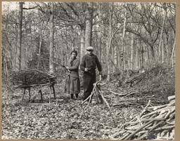 [Paysans dans la forêt] | Houdard, Georges (1883-1944)